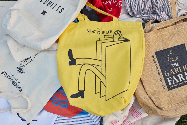 《纽约客》棉布袋本身已成为身份的象征。