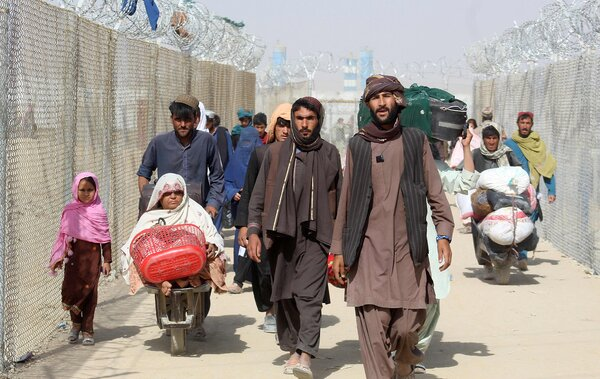 Afghan refugees enter Pakistan at the Pakistan-Afghanistan border crossing point in Chaman on Wednesday.