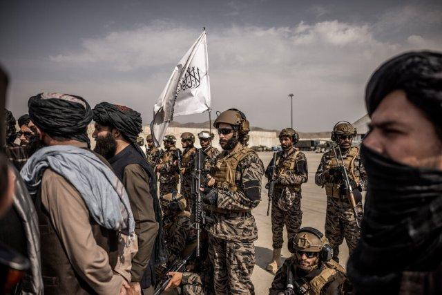 星期二,在喀布尔机场的一支塔利班精锐部队。