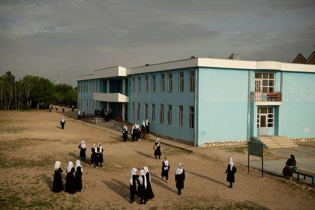 5月,阿富汗希比尔甘的一所女子学校。