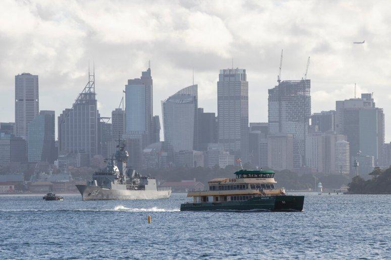 一艘停泊在悉尼的澳大利亚海军舰只,摄于今年4月。