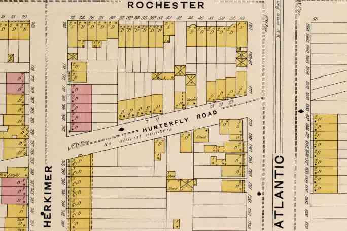 На карте 1888 года показана улица в Уиксвилле без официальных номеров.