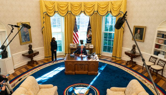 oo biden desk 2000
