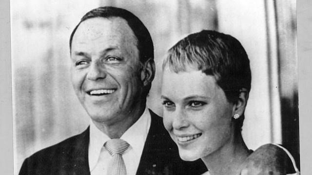 Una biografía niega que Frank Sinatra sea el padre de Ronan Farrow