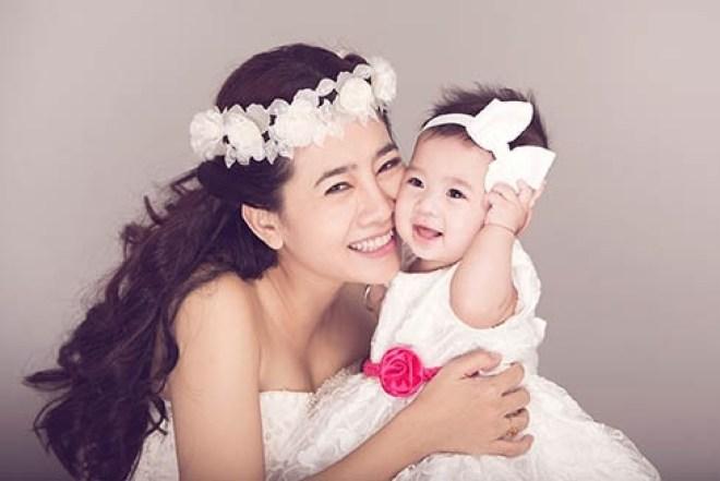 Những bà mẹ đơn thân đầy nghị lực trong showbiz Việt
