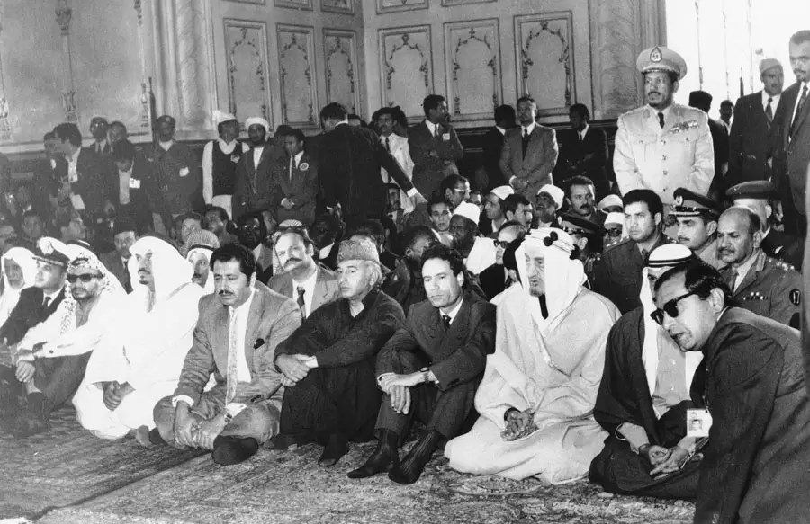 Qaddafi and leaders of Palestine, Saudi Arabia and Kuwait were hosted by Pakistani Prime Minister Zulfikar Ali Bhutto (left of Gaddafi). Here they attend prayers at a Mosque in Lahore, Pakistan. Feb. 23, 1974