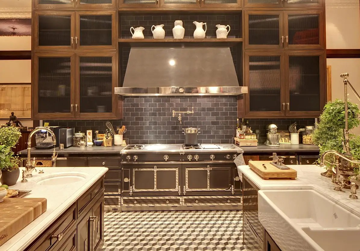 Another look at the impressive stove top.
