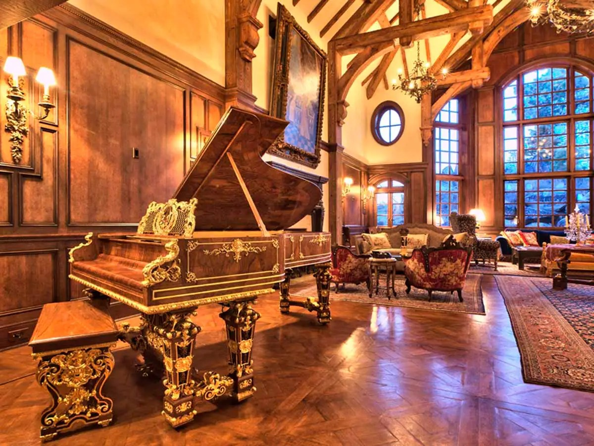 The home's furnishings and antiques included an 1879 Steinway grand piano, four Rembrandt paintings, and a wine cellar door from Hearst castle.