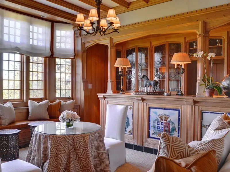 You could have tea or breakfast in this cozy nook.