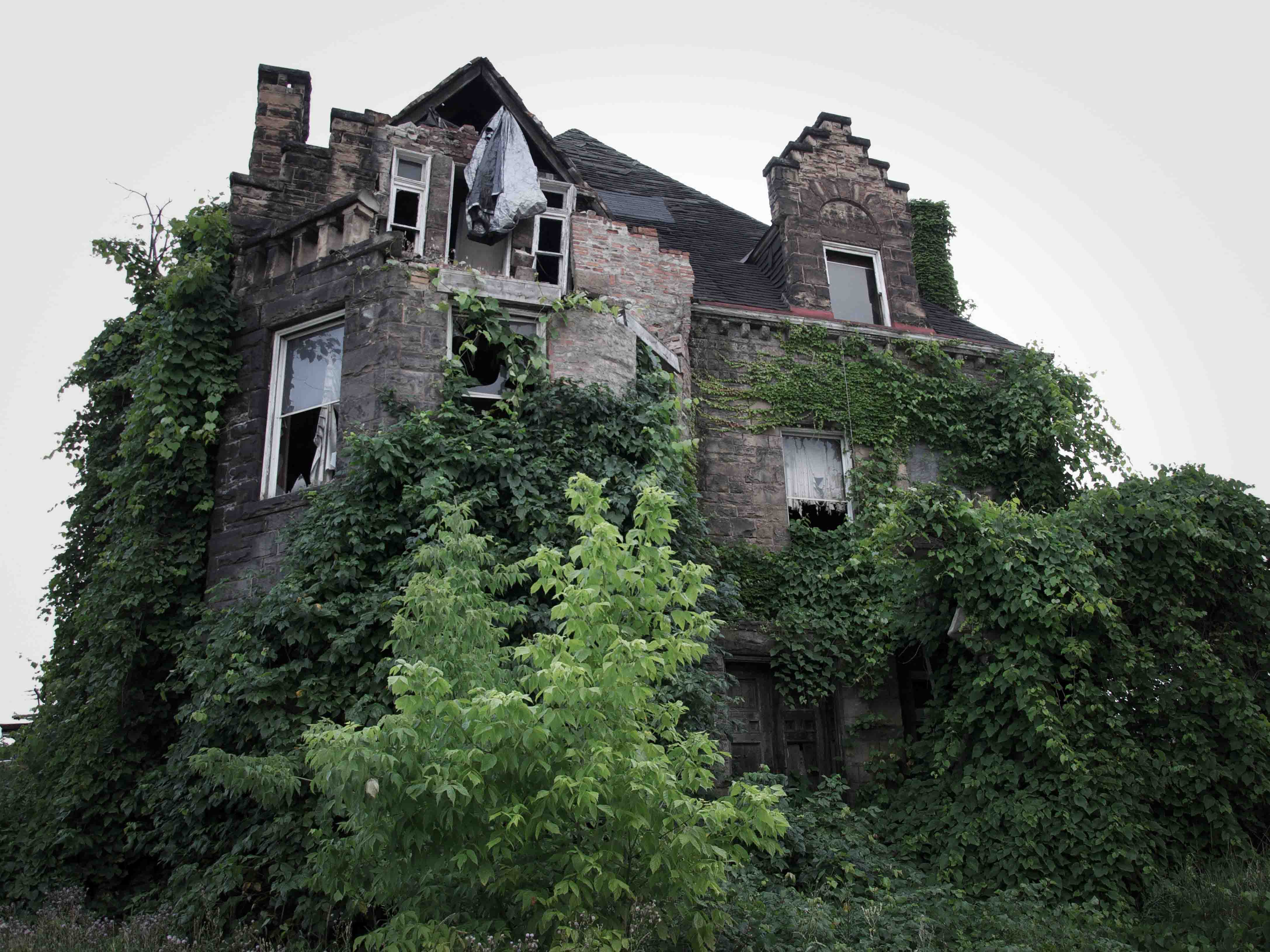 The Oliver Family Mansion is especially creepy — the entire Oliver clan completely disappeared in 1898, and no one has ever found out where they went or what happened to them. Local residents swear they still see the family in the windows of the Chester, Pennsylvania mansion.