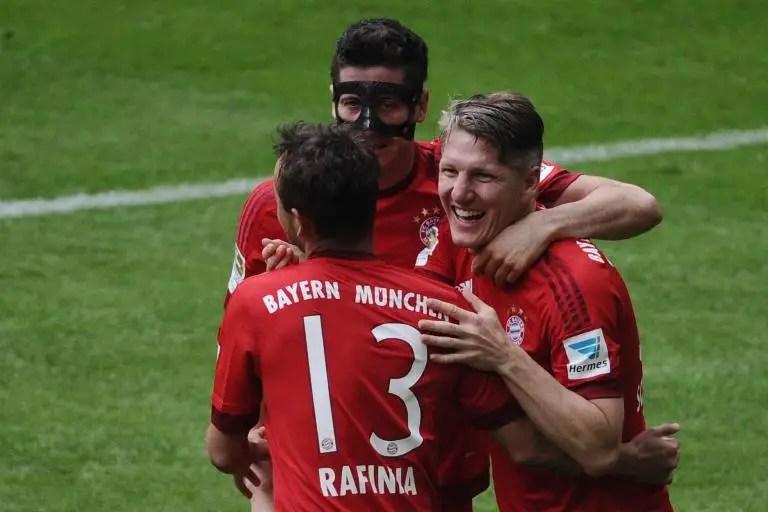 (From R) Bayern Munich midfielder Bastian Schweinsteiger, striker Robert Lewandowski and defender Rafinha celebrate scoring against Mainz on May 23, 2015