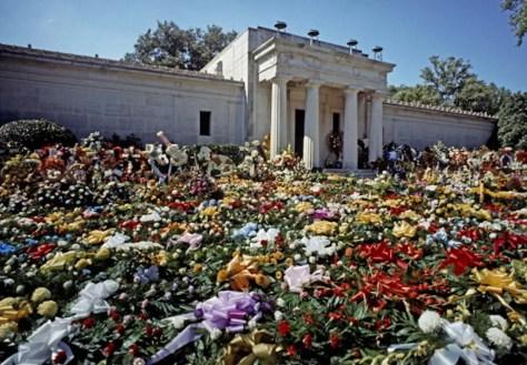 elvis flowers death