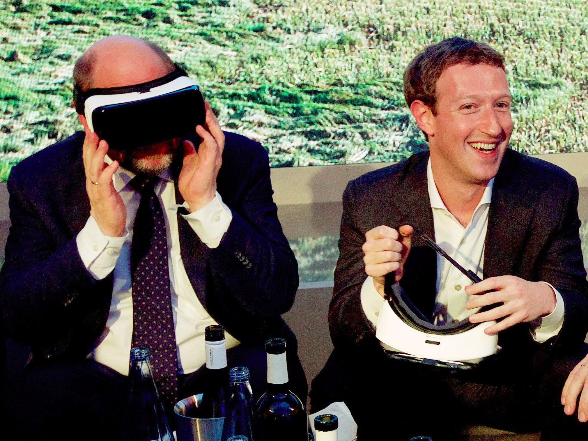 mark zuckerberg facebook happy smiling virtual reality oculus