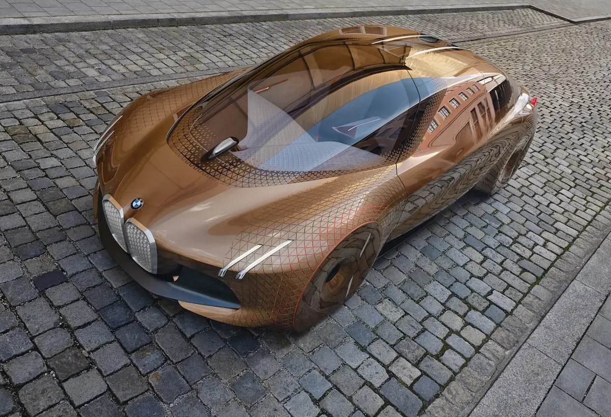 The BMW Vision Next 100 has two different driving modes. Boost Mode is for classic, manual driving, but Ease Mode will make it a self-driving car.