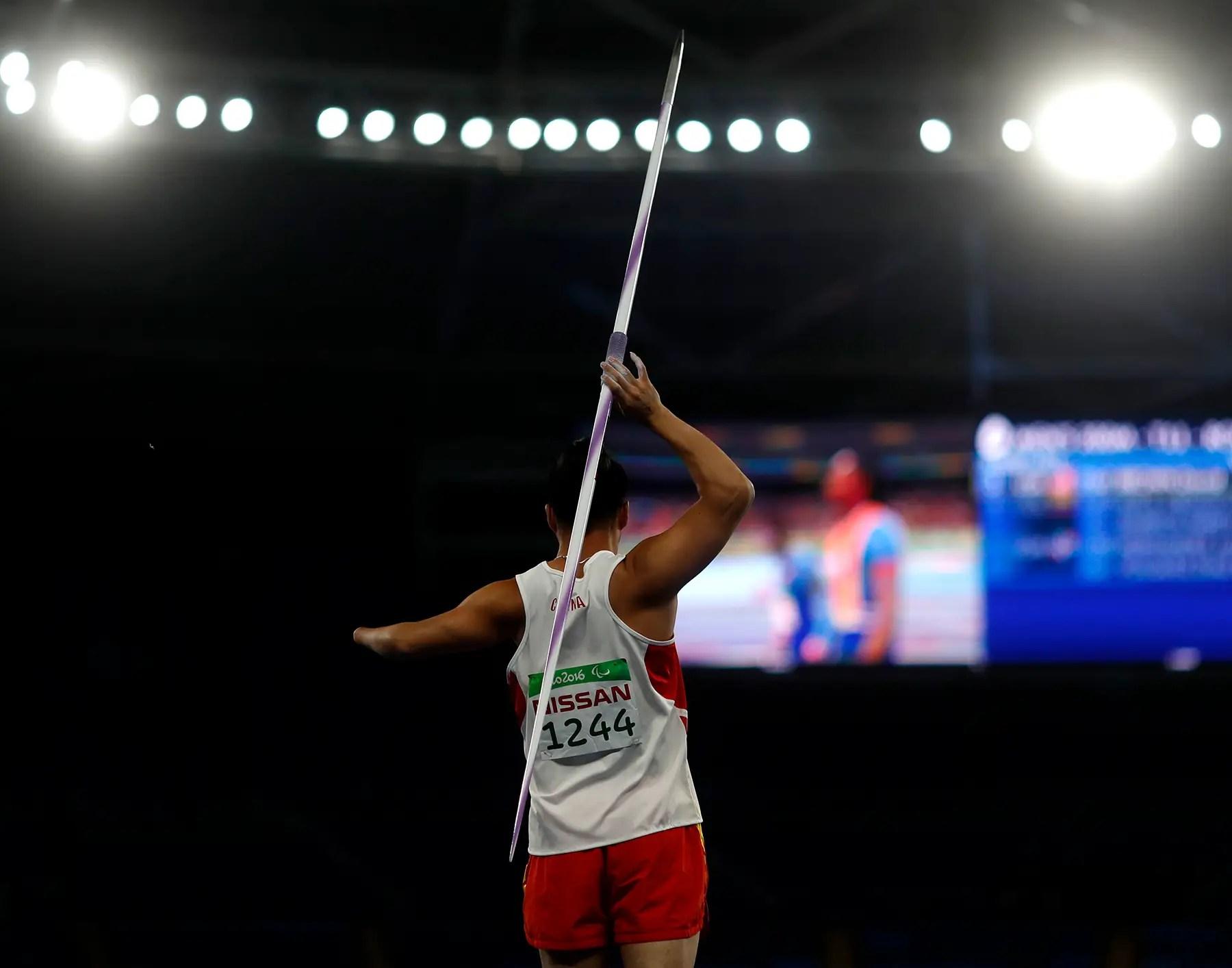 Guo Liang Chun de China compite en lanzamiento de jabalina masculino.