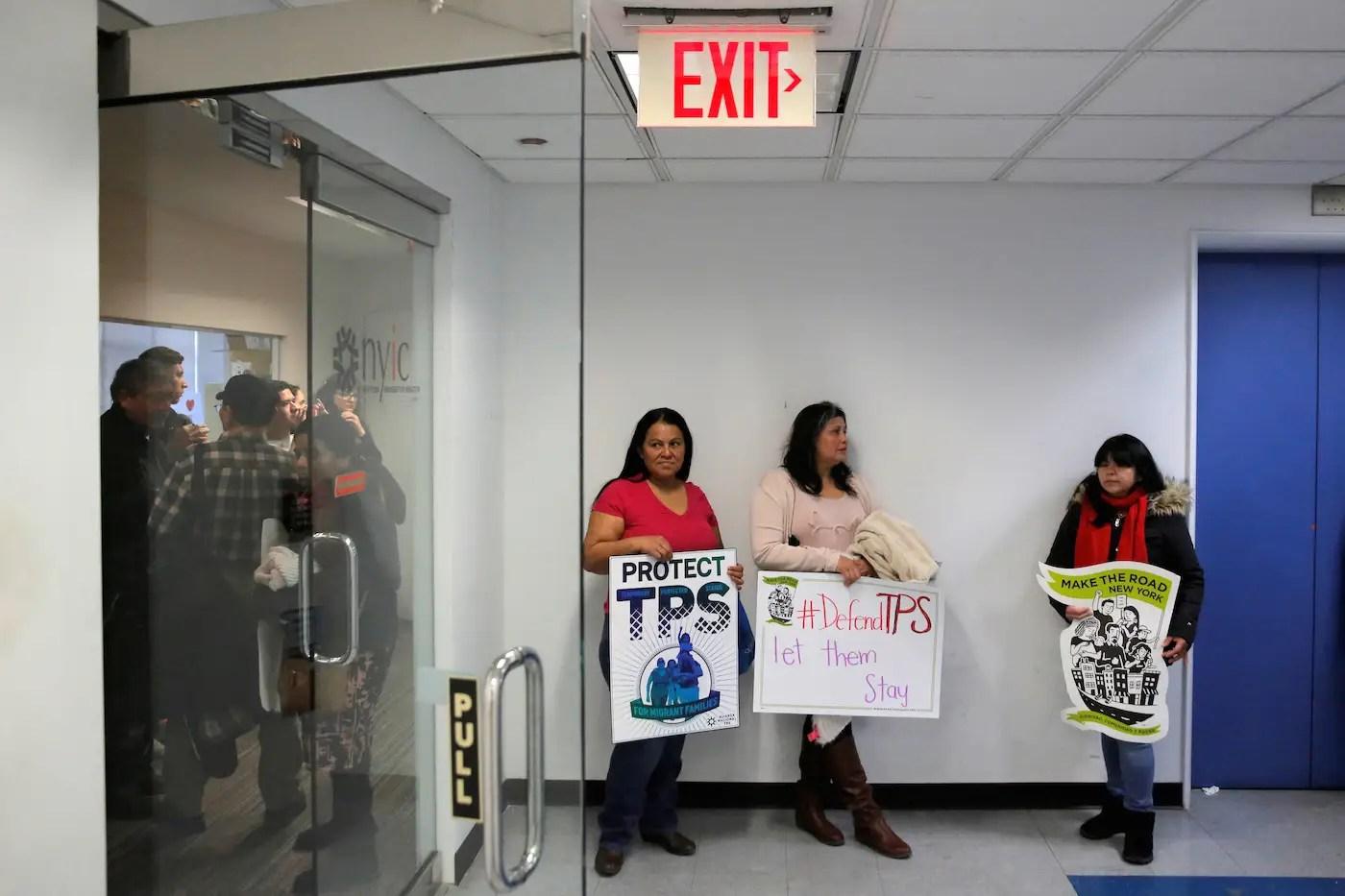 El Salvador immigrant immigration TPS deportation