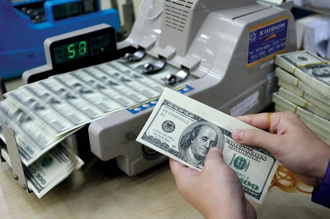 tỷ giá USD tự do lần đầu chạm mốc 23.600 đồng/USD