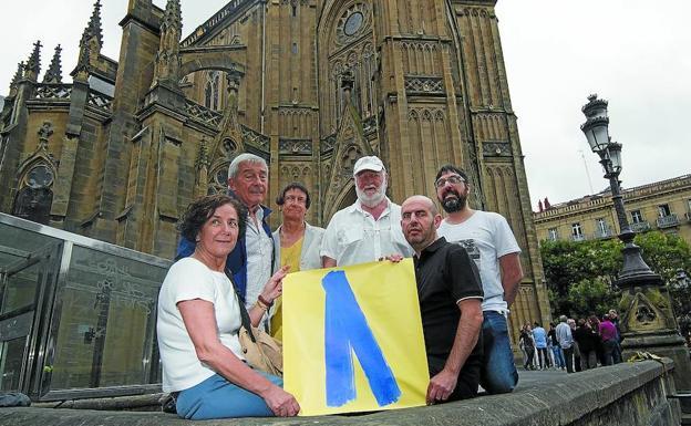 Resultado de imagen de lazo azul pais vasco