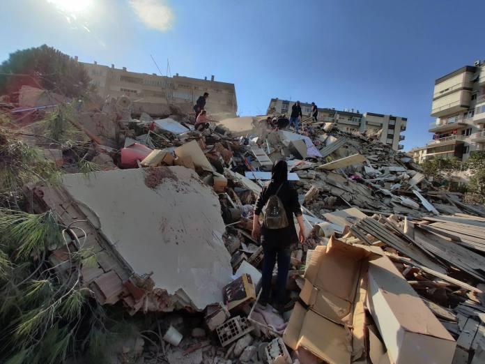 Al menos 14 muertos y centenares de heridos en Turquía y Grecia por un  terremoto | El Comercio