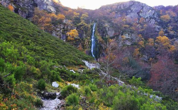 Ruta a la Cascada del Tabayón del Mongallu