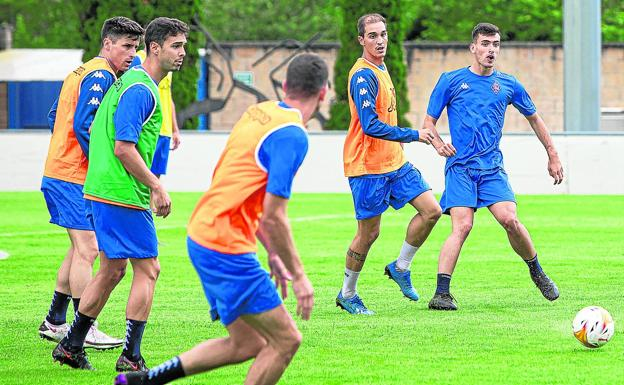 Amorebieta players, during a training session in Urritxe.