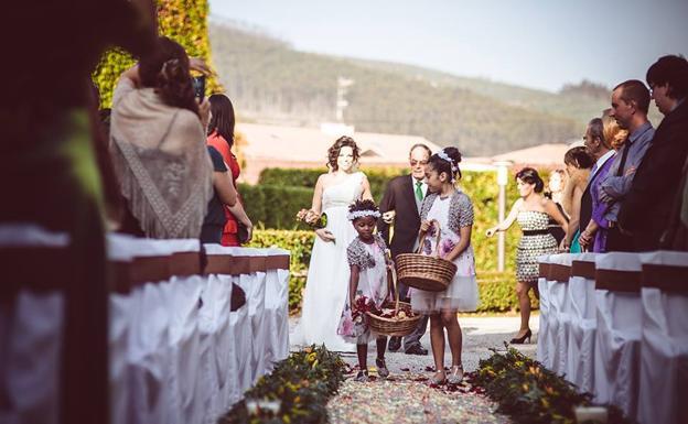 Entrada floral en la boda Marta y Tony.