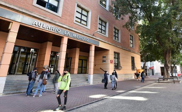 Students at the Faculty of Letters of the Universidad de la Merced, in a file image.