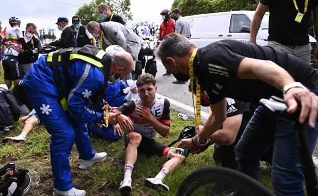 Fall in the Tour de France 2021