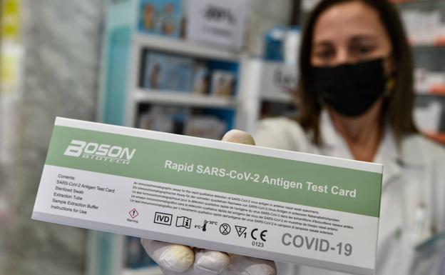A pharmacist in Murcia shows an antigen test, in a file photograph.