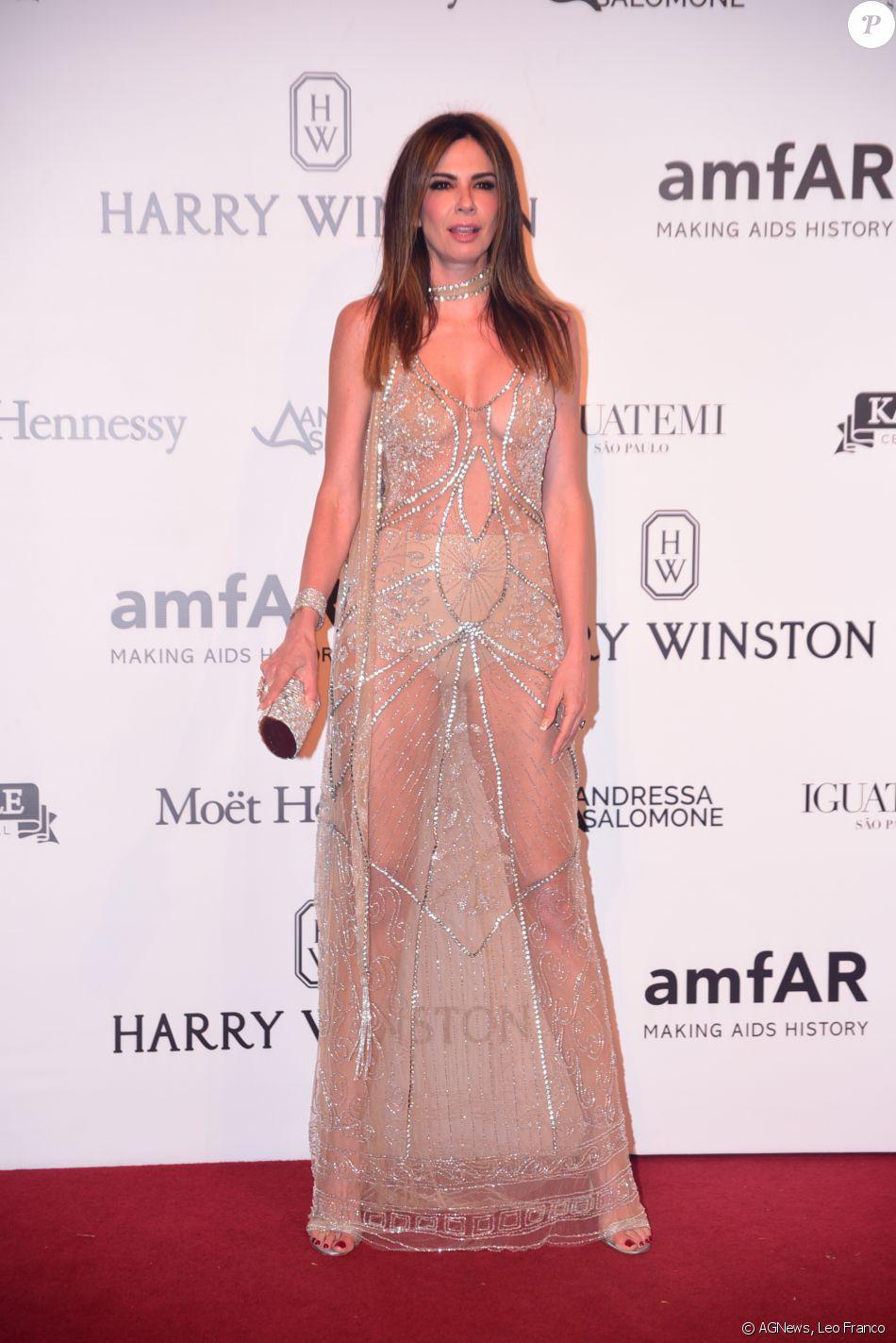 Luciana Gimenez Foi Ao Baile Da AmfAR Com Vestido Longo