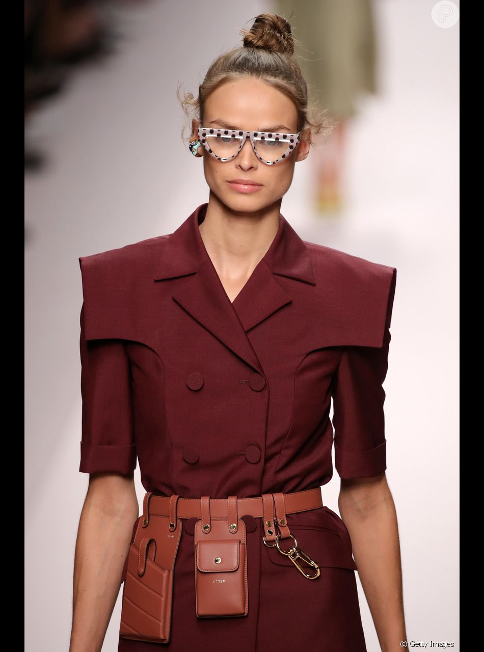 O cinto com pochete em tom de terracota também foi aposta da grife na Semana de Moda de Milão