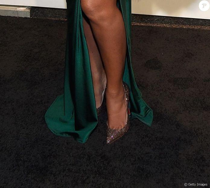 Beyoncé completou produção com scarpin Christian Louboutin