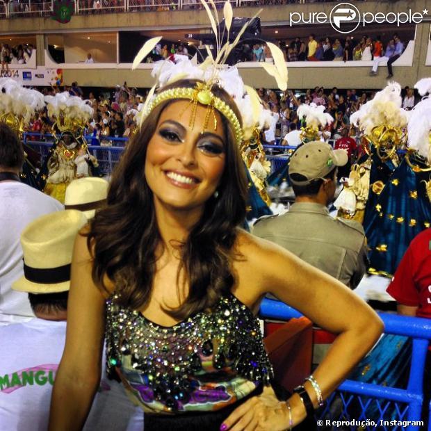Juliana Paes não pretende voltar a ser rainha de bateria da Grande Rio. 'Essa notícia não proecede', disse o secretário particular de Juliana Paes ao Purepeople