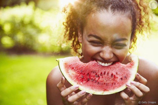 Prefira alimentos frescos e saiba a procedência do que está consumindo