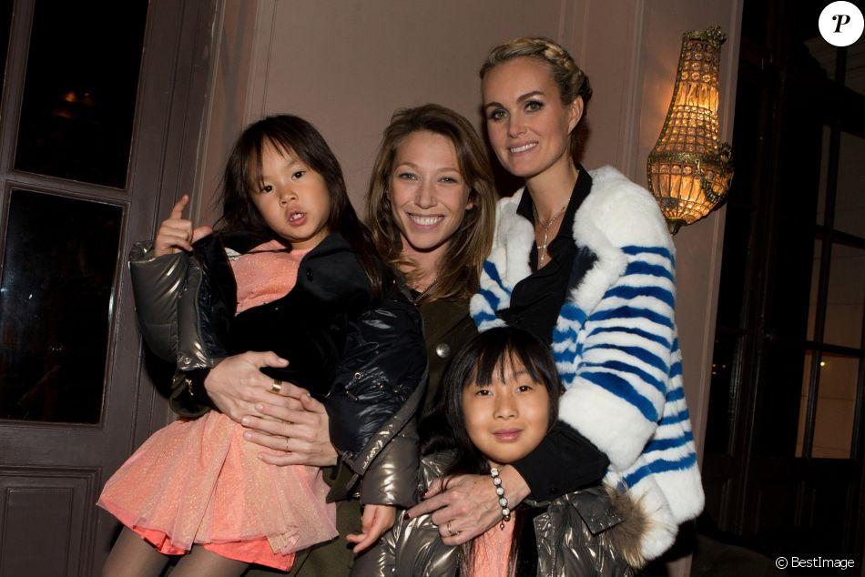 """Exclusif - Laura Smet, Laeticia Hallyday et ses filles Jade et Joy - Aftershow apres le concert caritatif de Johnny Hallyday pour l'association de sa femme """"La Bonne Etoile"""", qui vient en aide aux enfants du Vietnam, au Trianon a Paris, le 15 decembre 2013."""