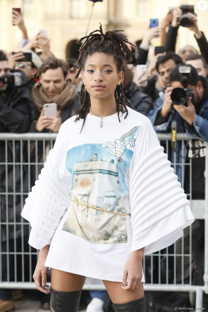 People: Willow Smith expresses her desire to be in a relationship with a man and a woman