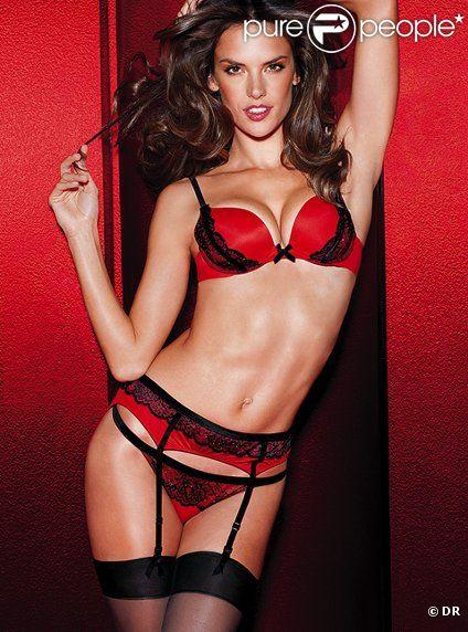 Alessandra Ambrosio explosive pour incarner la collection Very Sexy Seduction de Victoria's Secret