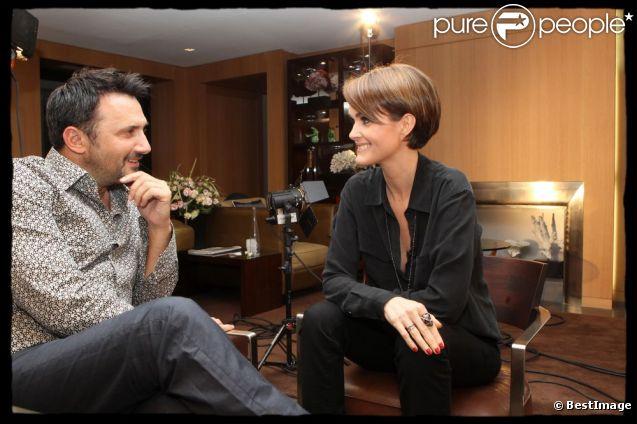 Laeticia Hallyday accorde une interview à Frédéric Lopez pour Leurs secrets du bonheur, diffusée le 7 février 2012