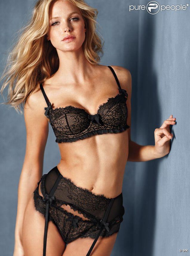 Erin Heatherton, sensuelle à souhait en porte-jarretelles pour Victoria's Secret.