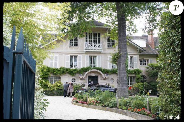 Johnny Hallyday Sa Maison Protge Ses Fans Amasss