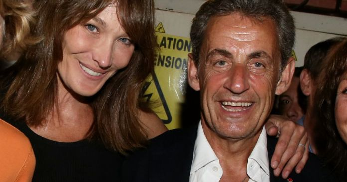 Nicolas Sarkozy In Dedications He Receives A Very Special Gift For Carla Level Magazine