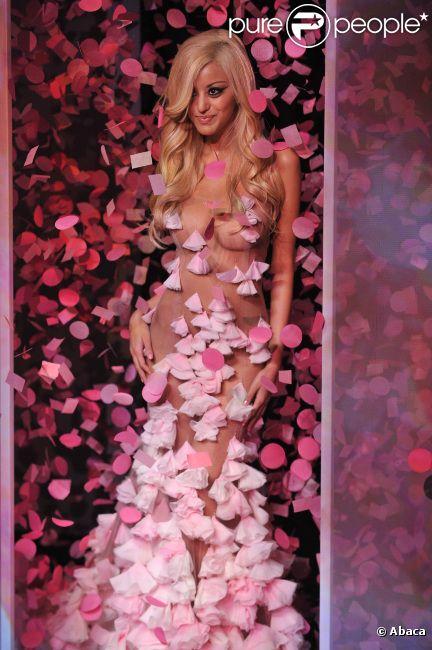 Zahia Dehar, diablement sexy, lors de  la présentation de sa collection de lingerie pendant la Fashion Week  printemps-été 2012 au Palais de Chaillot à Paris le 25 janvier 2012