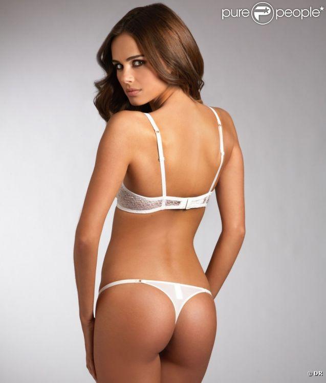 Xenia Deli prend la pose pour la marque de lingerie et de maillots de bain Bare Necessities