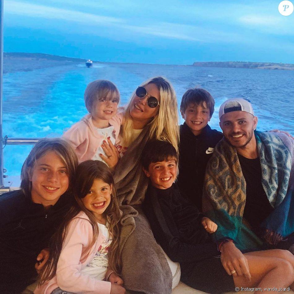 In addition, she is also. Wanda et Mauro Icardi en famille lors de leurs vacances à
