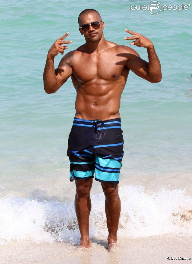 Shemar Moore fait le show devant les photographes à Miami Beach, le 30 juin 2012.