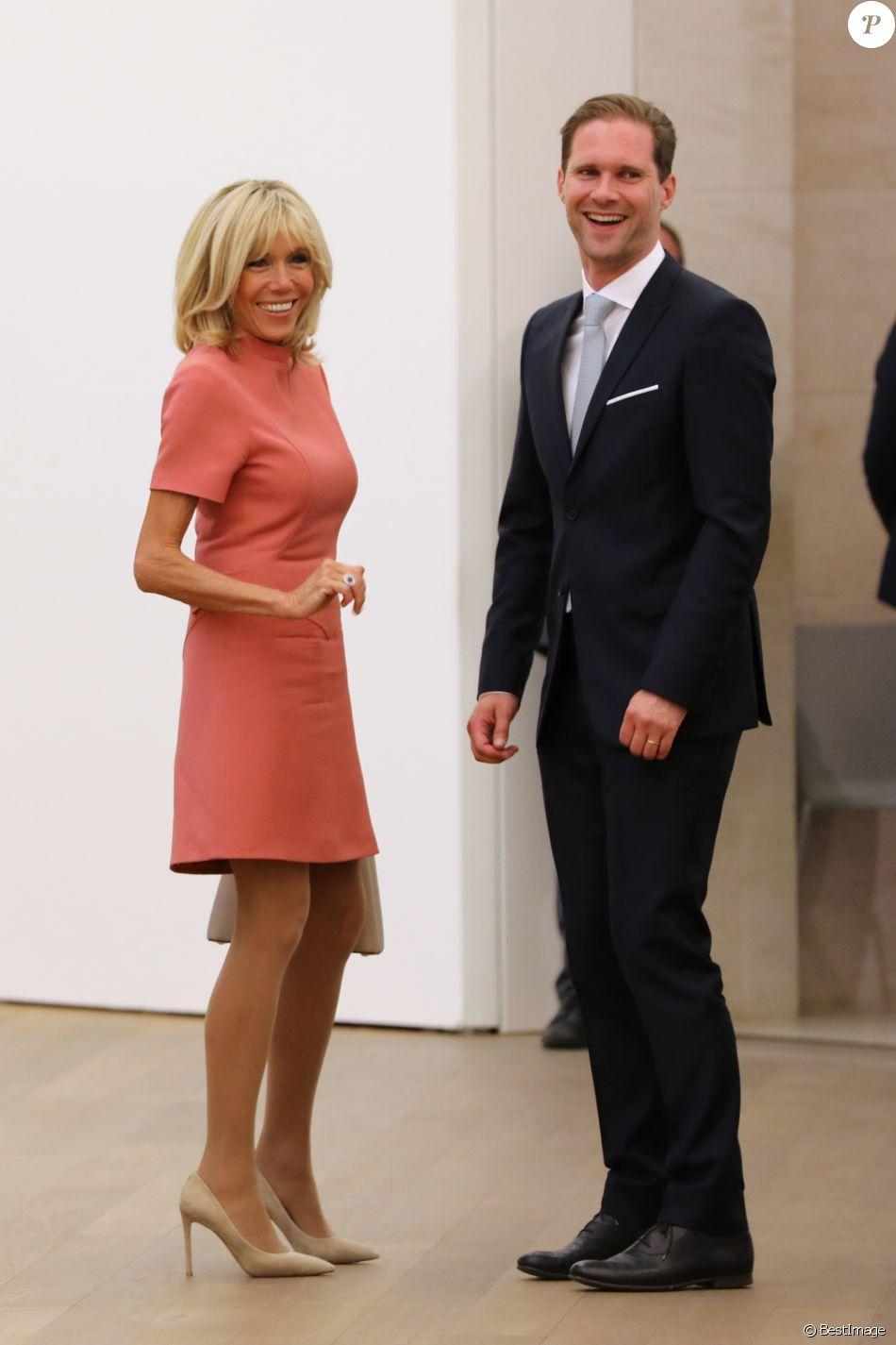 Brigitte Macron et Gauthier Destenay (le mari de Xavier Bettel, premier ministre du Luxembourg) - Visite du musée d'art moderne Grand-Duc Jean (MUDAM) à Luxembourg, le 29 août 2017.