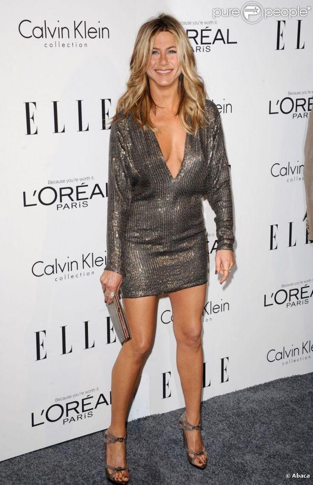 Jennifer Aniston et ses jambes hâlées... La star propulsée par la série Friends, sait comment capter l'attention. En dévoilant ses gambettes parfaites