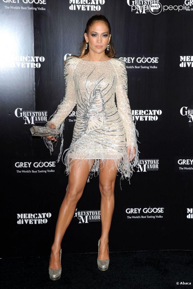 Jennifer Lopez est fière de ses jambes ! La star américaine ne manque pas de les exhiber lors de soirées hollywoodiennes !