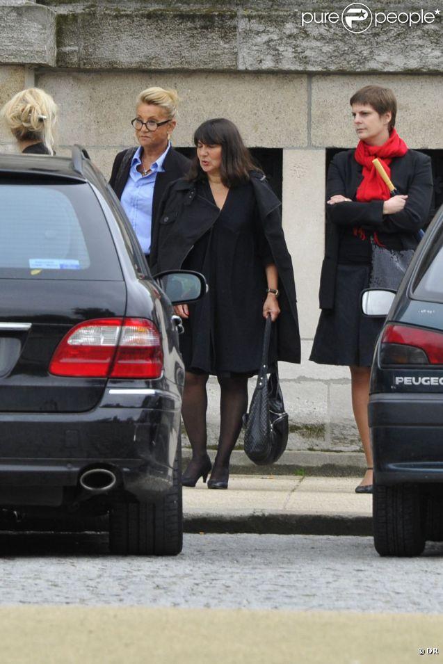 La chanteuse Sheila aux obsèques d'Eric Charden, le 11 mai 2012, à Paris.