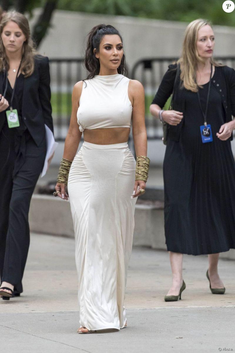 Kim et Kourtney Kardashian arrivent au Brooklyn Museum pour assister aux CFDA Fashion Awards 2018. New York, le 4 juin 2018.